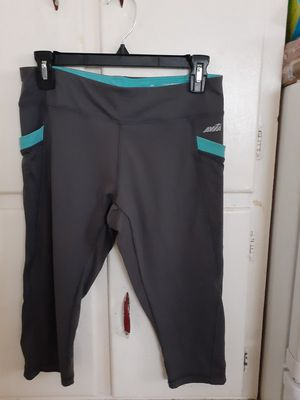 Women's large three quarter length workout camp for Sale in Fort Wayne, IN