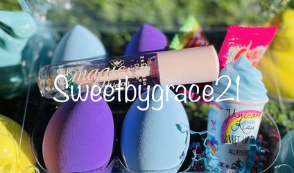 Easter Limited Edition Beauty Blenders With Lipglosses for Sale in Lake Elsinore,  CA