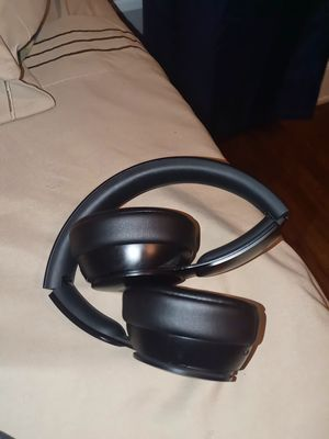 Beats solo Pro wireless Noise cancelling Headphones for Sale in Chicago, IL