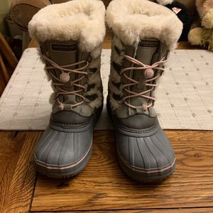 Girls London fog Water resistent Snow Boots Size 3 for Sale in Cranbury Township, NJ