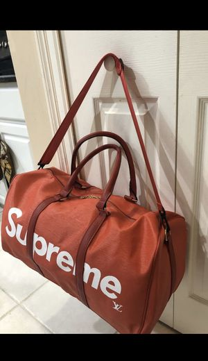 Red Duffle Travel Bag 💼 for Sale in Lake Worth, FL