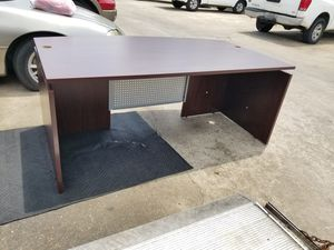 Executive knee space office desk $200 (good condition) for Sale in Houston, TX