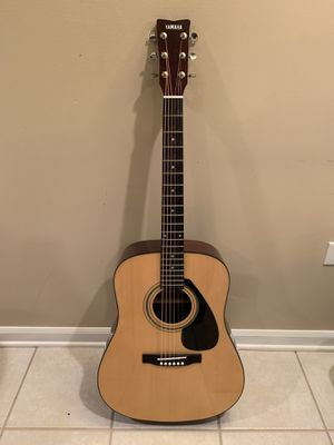 Yamaha FD01S Acoustic Guitar w/Gig Bag & brand new strings!! for Sale in Lombard, IL