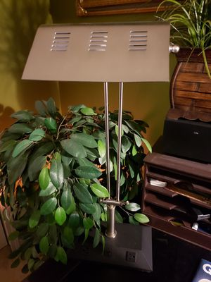 Vintage metal lamp for Sale in Bordentown, NJ