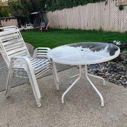Table and four chairs for Sale in Oregon City,  OR
