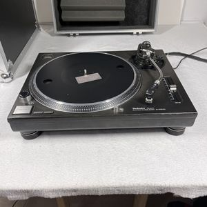 Technics SL-1210MK Direct Drive Turntable With Shure M-44 Needles, and Flight Case for Sale in Boca Raton, FL