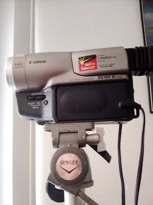 Canon cam corder,440x Digital zoom built in video light for Sale in Lynwood, CA