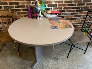 4 seater round solid wood dinning table for Sale in St. Louis, MO