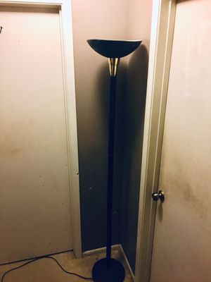 BLACK METAL FLOOR LAMP ( HEAVY) for Sale in Saint Hedwig, TX