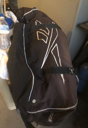 Black Reebok sports duffle bag for Sale in Moreno Valley, CA