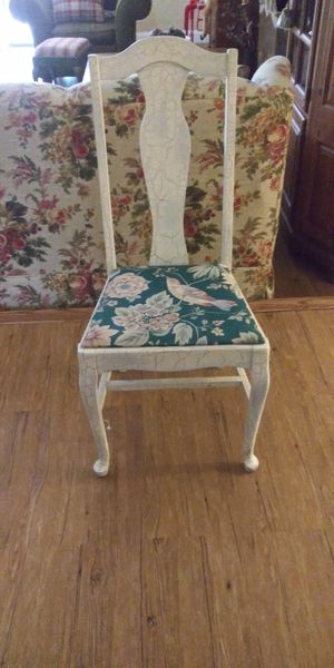 Antique looking chair for Sale in Pompano Beach, FL