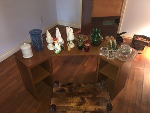 Small tv division with stool and objects for Sale in South Houston, TX