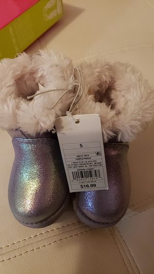 Cat & Jack Girls Toddler Oriole Fleece Fashion Ankle Boots Size 5 Nwt for Sale in Louisville, KY