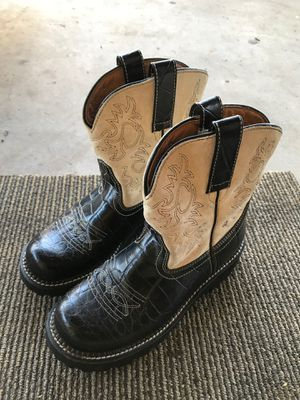 Women's boots size 8 for Sale in Aurora, CO
