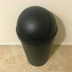 Medium Kitchen Trash Can W/ Swing Lid - Only Used For Recycling for Sale in Lynnwood,  WA
