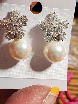 Faux Pearl Fashion Rhinestone Earrings for Sale in Wenatchee,  WA