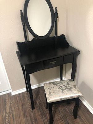 Vanity mirror and desk drawer for Sale in Los Angeles, CA