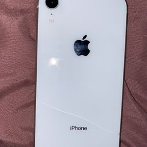 iPhone XR White for Sale in St. Louis, MO