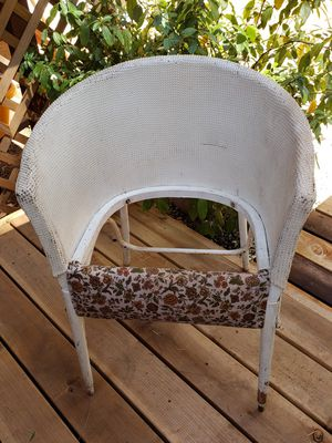 VINTAGE WICKER CHAIR $5 for Sale in Magalia, CA