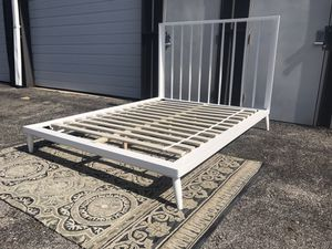 New Adorable wood Queen size platform bed frame for Sale in Columbus, OH