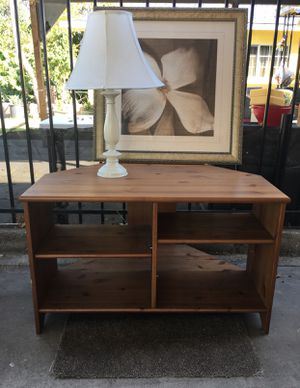 GREAT CONDITION LIVING ROOM TV STAND SHELF TABLE ENTERTAINMENT CENTER WITH LAMP GREAT FOR SMALL APARTMENT OR BEDROOM for Sale in Paramount, CA
