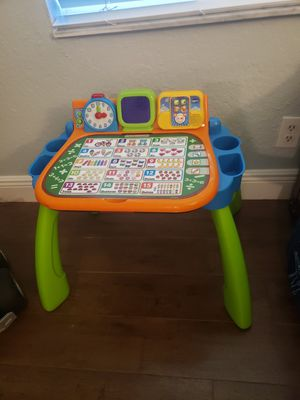 Vtech desk (in French not english) for Sale in Boca Raton, FL
