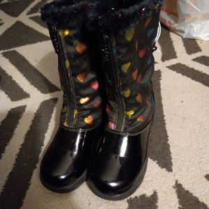 SIZE 11 KIDS SNOW BOOTS for Sale in Santa Ana, CA