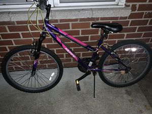 "Girls 24"" huffy mountain bike $75 for Sale in Warren, MI"