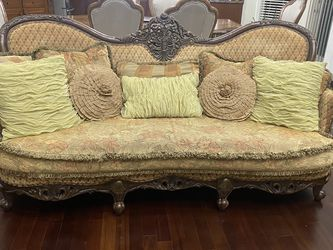 Beautiful living room set very good quality and condition set of couch loveset and two chairs comes with all pillows decorations for Sale in Macomb,  MI