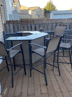Outdoor Bar Height for Sale in Troutdale,  OR