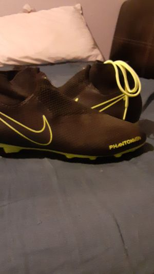 Nike phantom ghost soccer cleats size 8 PICK UP ONLY for Sale in Duncanville, TX