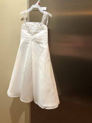 Flower girl dress size 4 beautiful for Sale in Independence, MO