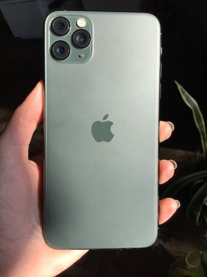 UNLOCKED iPhone 11 Pro Max 256GB Midnight Green +6 Screen Protectors for free for Sale in Glendale, CA