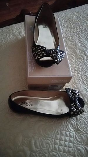 Michael kors black and gold flats in error excellent condition for Sale in Haines City, FL