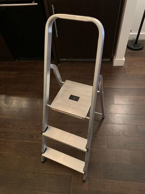 Werner 4 foot 3 step ladder (Must go ASAP) for Sale in Brooklyn, NY