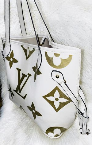 Beautiful White and Gold Tote Bag for Sale in Chandler, AZ