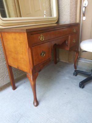Vintage vanity desk for Sale in Las Vegas, NV
