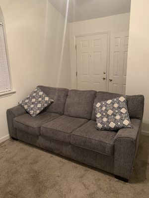 3 seater couch for Sale in Rocky Mount, NC