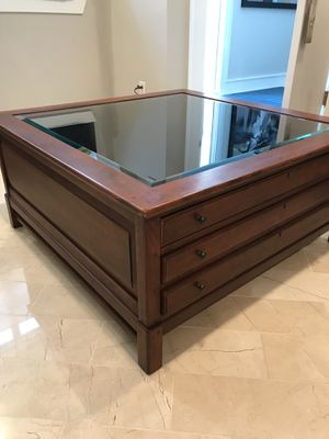 Display coffee table and matching side table for Sale in Houston, TX