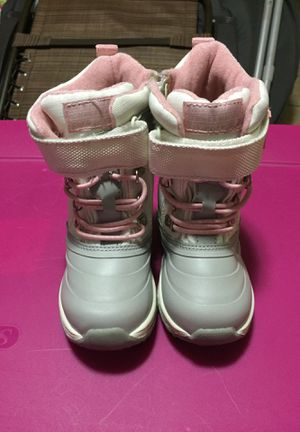Carter's Snow Boots Size 8 Toddler for Sale in Philadelphia, PA