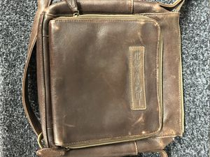 FOSSIL LEATHER BAG for Sale in Tacoma, WA