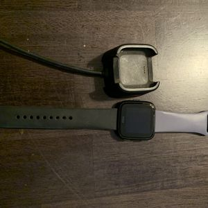 Fitbit Versa And Charger for Sale in Rocklin, CA