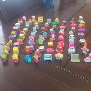 Shopkins over 450 pieces from season 1 tru 4 in good condition will trade for electronics nothing old for Sale in Lancaster, CA