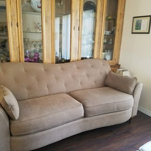Lazy Boy Hump back couch. MOCA COLOR LOOKS fantastic for Sale in Alta Loma, CA
