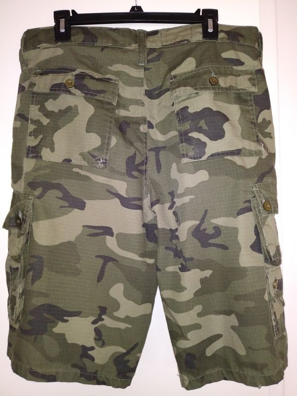 Camo cargo shorts Mens size 36 loose fit like new condition