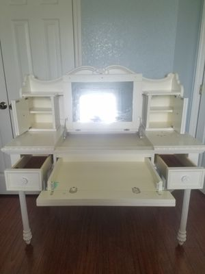 Bedroom set - Disney Princess Collection for Sale in Kissimmee, FL