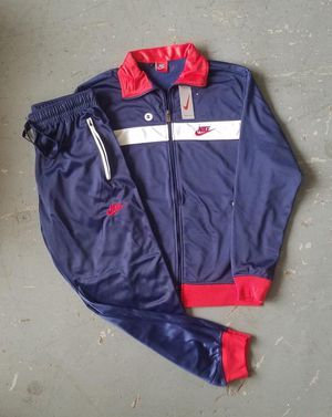 AUTHENTIC NIKE SUIT (Small) for Sale in Glenarden, MD