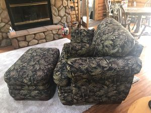 Lazy Boy Oversized Chair for Sale in Farwell, MI