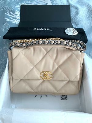 Authentic Chanel Large Flap Bag for Sale in Manhattan Beach, CA