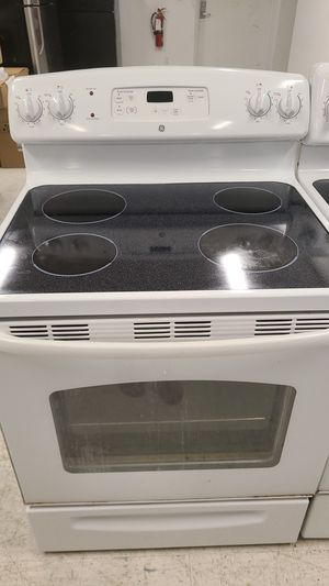 Ge electric stove used in good condition with 90 days warranty for Sale in Mount Rainier, MD